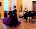 Танцует коллектив «Родничок»